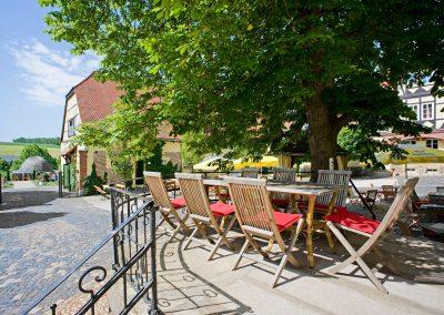 Sommererfrischung Terrasse im Hotel Resort Schloss Auerstedt