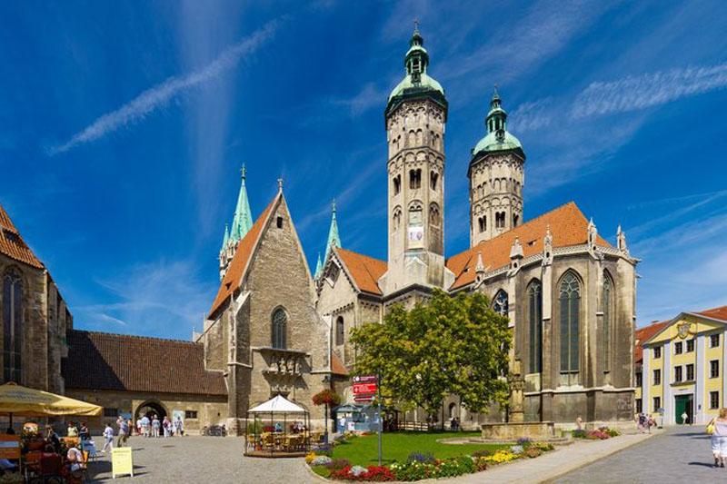 Domplatz mit Naumburger Dom St. Peter und Paul / © Stadt Naumburg Kultur und Tourismus