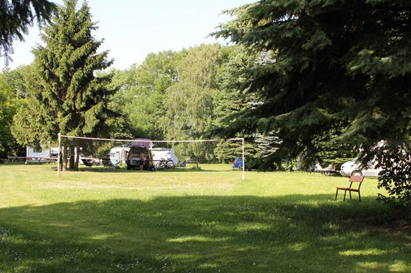 Camping Ettersburg Badminton Spielplatz