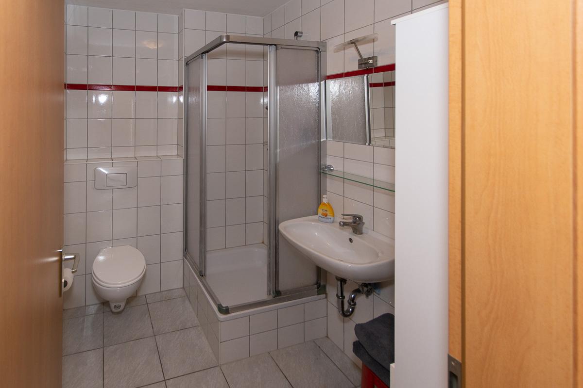 Ferienwohnung Stiede Eingang Badezimmer