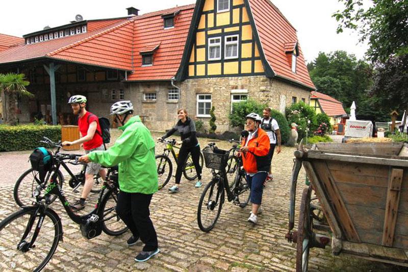 Bei so viel Genuss wie im Rittergut München ist es gut, dass wir die Kalorien auf dem Rad gleich wieder wegstrampeln.