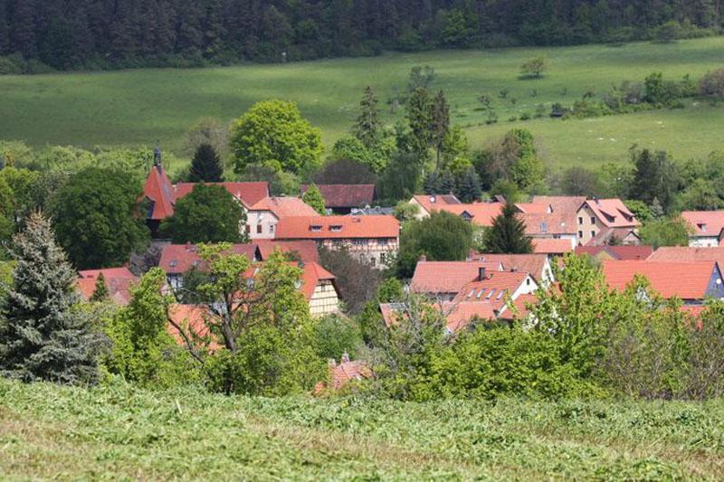 Vom Steinberg oberhalb von Tiefengruben geht der Blick weit ins Weimarer Land.
