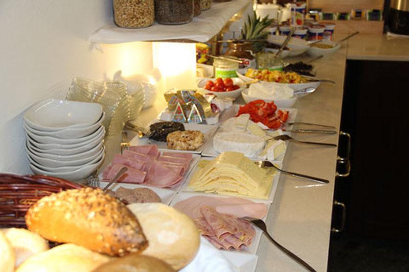 Gutshof Großheringen Pension Ferienwohnung Ferienhaus Frühstückbuffet