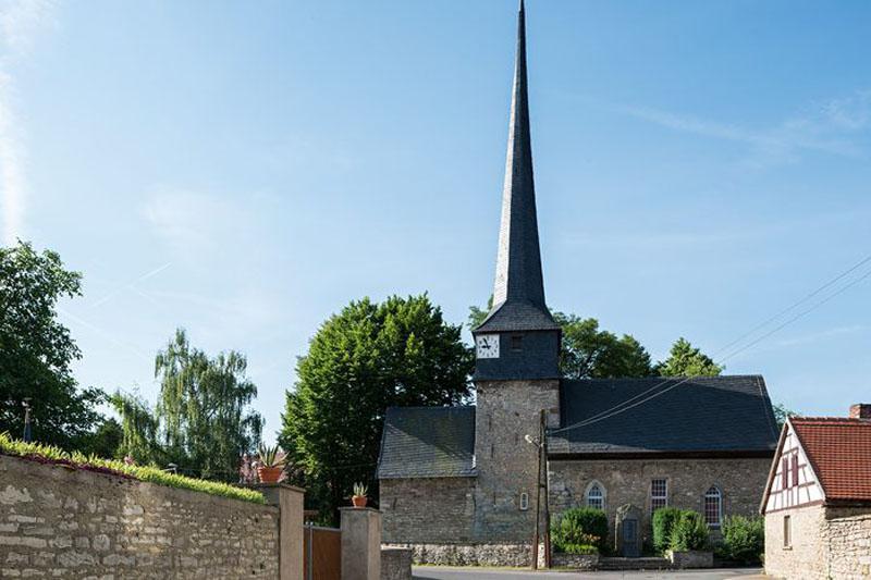 Kirche Gelmeroda am Tag Foto von Tobias Adam