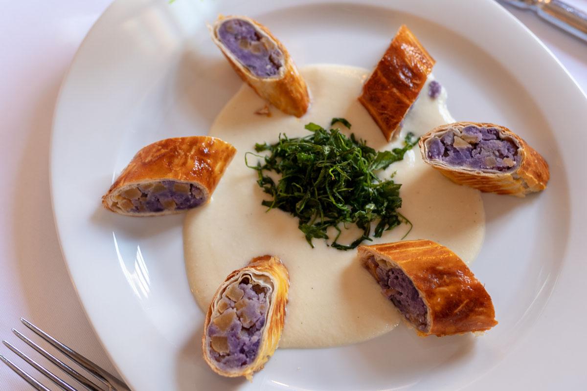Museumscafé & Restaurant Reinhardt's im Schloss Weimarer Land Mahlzeit Strudelteig gefüllt mit Kartoffeln und Steckrübe, Ziegenkäse