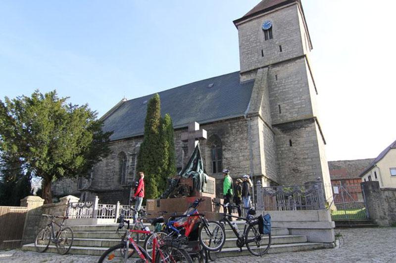 Wallfahrtskirche auf dem Napoleon Apolda Radweg im Herbst