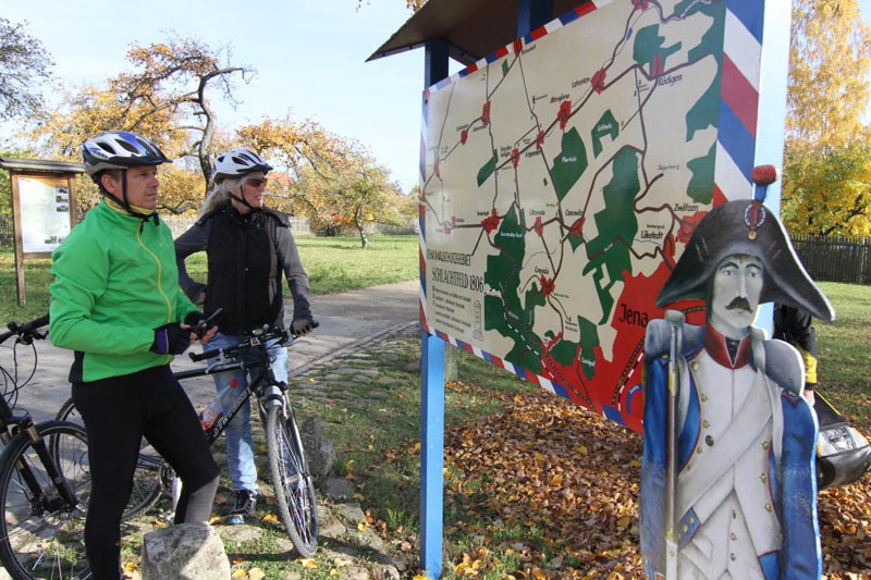 Hinweisschild zur Schlacht 1806 auf dem Napoleon Radweg Foto: Uwe Germar, Weimarer Land Tourismus