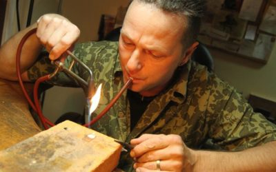 Schmuck-Workshop mit Naturmaterialien
