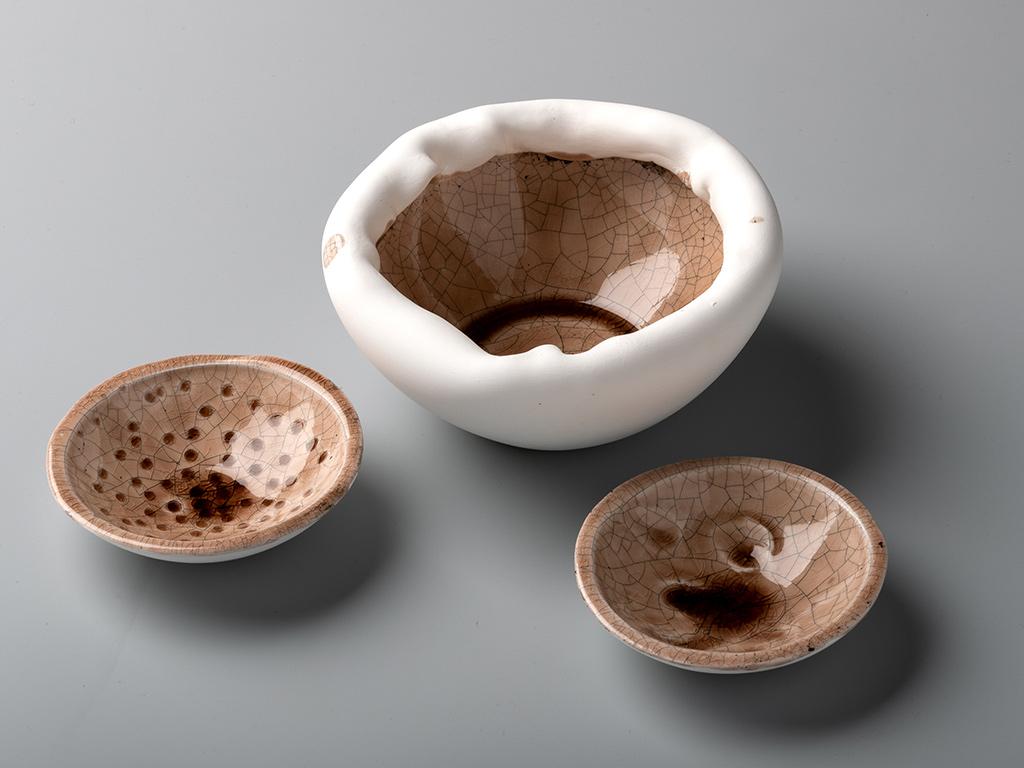 getöpferte Keramik in hellbraunen Farben