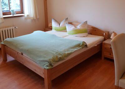 Schlafzimmer der Ferienwohnung im alten Kuhstall in Zottelstedt